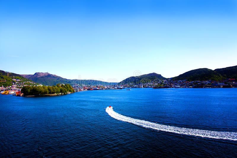 Download 挪威的峡湾 库存图片. 图片 包括有 北部, 港口, 前景, 小船, 的treadled, 海岸线, 小山 - 72367505