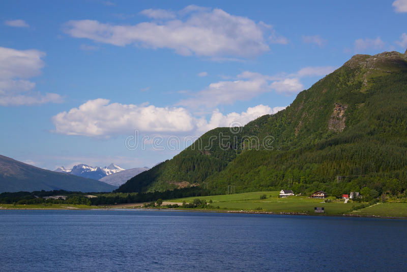 Download 挪威风景 库存图片. 图片 包括有 欧洲, 海岸, 浪漫, 斯堪的那维亚, 北部, 海湾, 海洋, 村庄 - 22350697