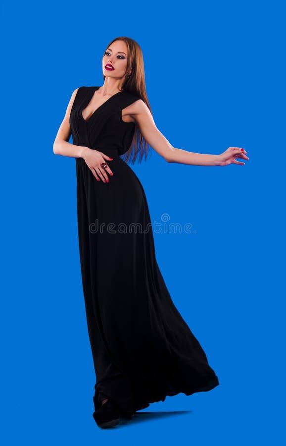 振翼的黑礼服的典雅的女孩 库存照片
