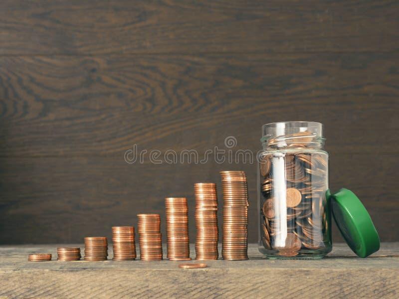 挽救金钱和变得富有 免版税库存照片