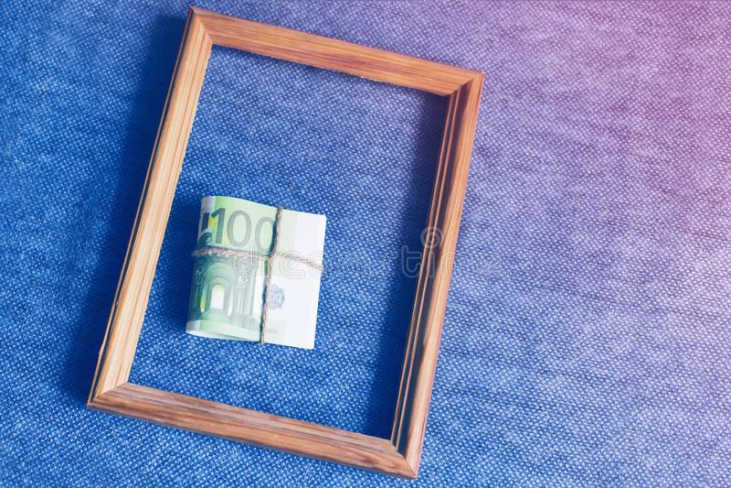 捆绑在框架的欧洲金钱 库存图片