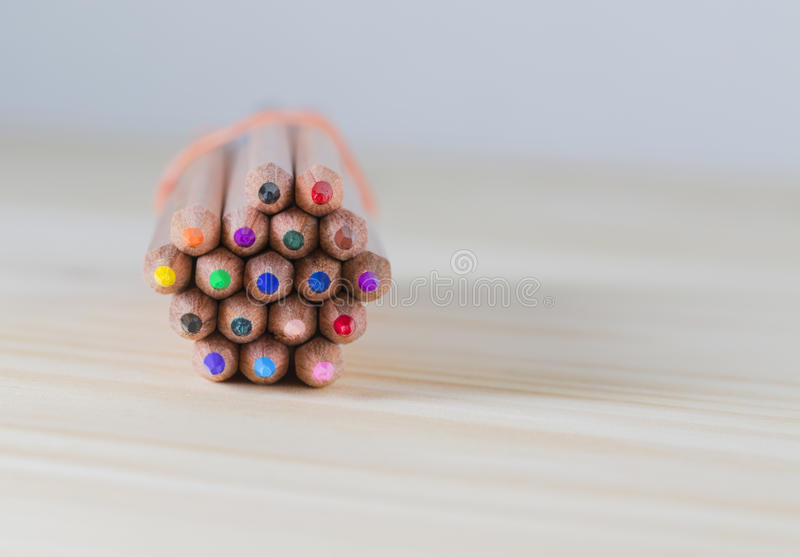 捆绑在木表上的铅笔 免版税库存图片