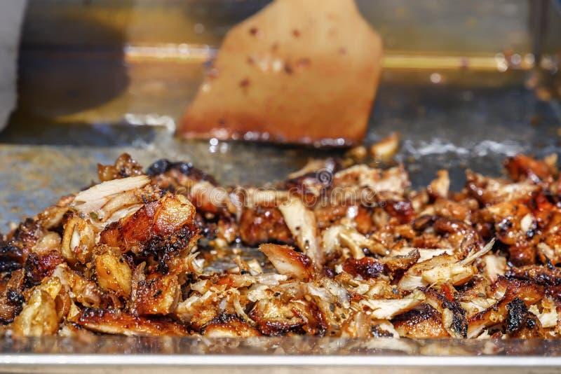捐款人或shawarma的准备的油煎的肉 免版税库存照片