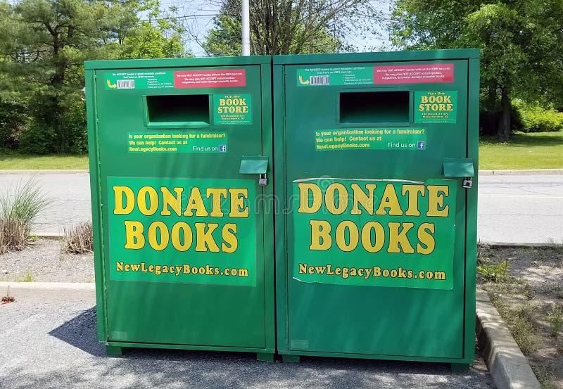 捐赠书投下箱子 免版税库存照片