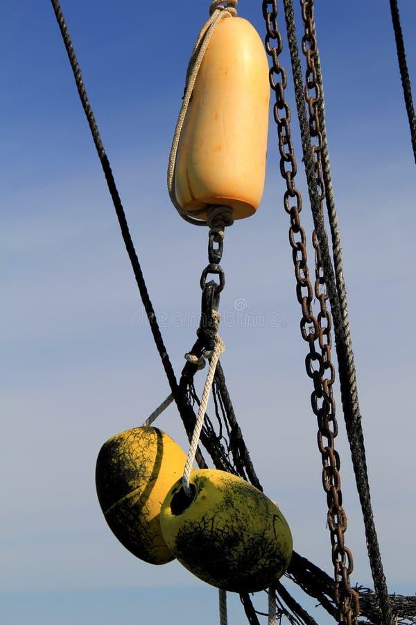 捕网和在渔拖网渔船的船舶浮体 免版税库存照片