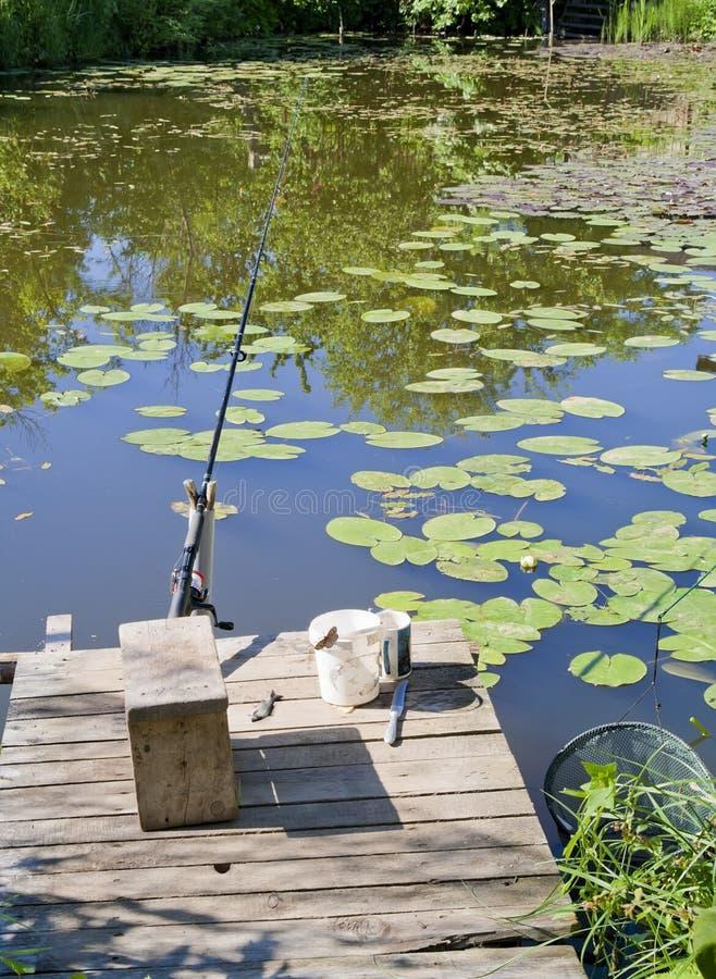 捕鱼安排池塘农村小 免版税库存照片