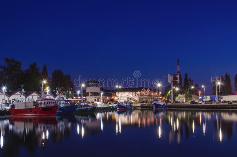 捕鱼港口在晚上 库存照片
