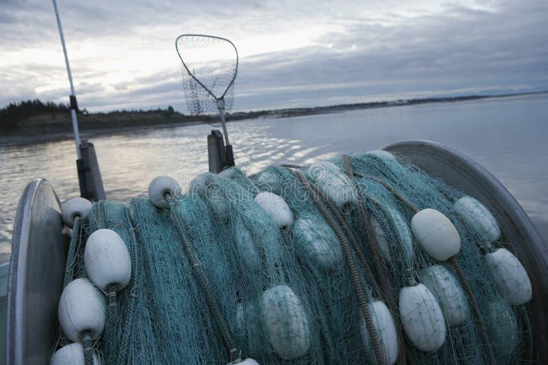 捕鱼网支持渔船 库存图片