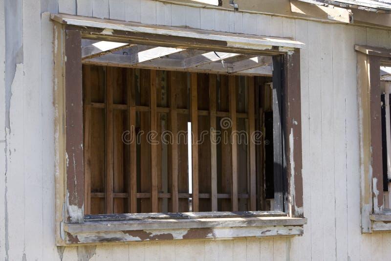 损坏的外重窗 免版税库存照片
