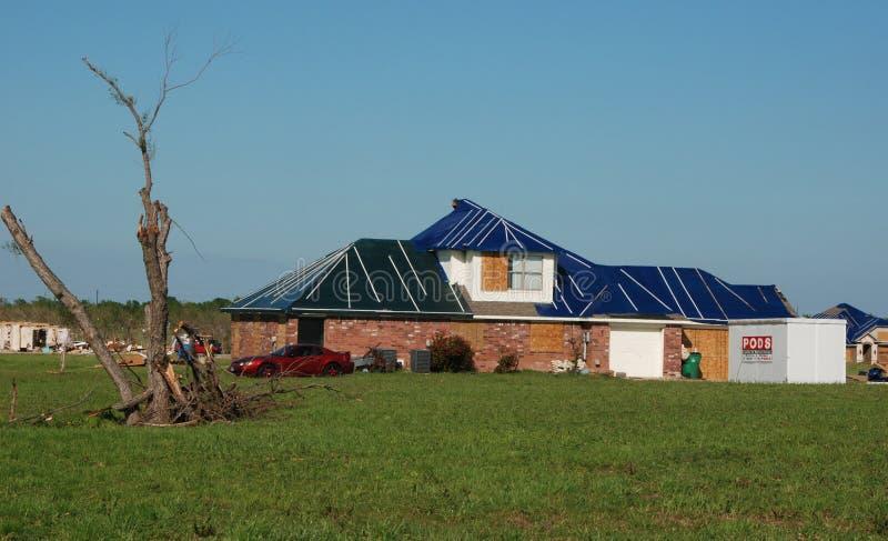 损坏的屋顶得克萨斯龙卷风 免版税库存照片