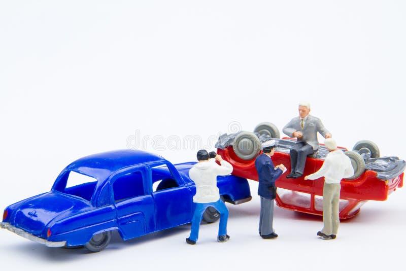 损坏的微型微小的玩具车祸事故 在的保险 免版税库存照片
