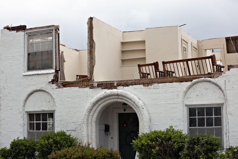 损坏的房子龙卷风 免版税库存照片