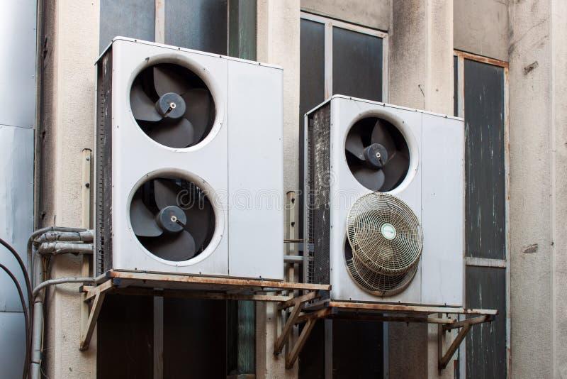 Download 损坏的空调 库存例证. 插画 包括有 冷静, 设备, 气候, cloudscape, 灌肠器, 行业, 航空 - 45716253