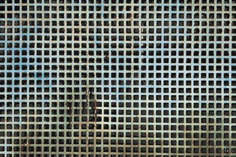 损坏的难看的东西金属正方形捕捉的盘区纹理 图库摄影