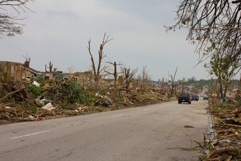 损坏的joplin mo街道龙卷风 免版税库存照片
