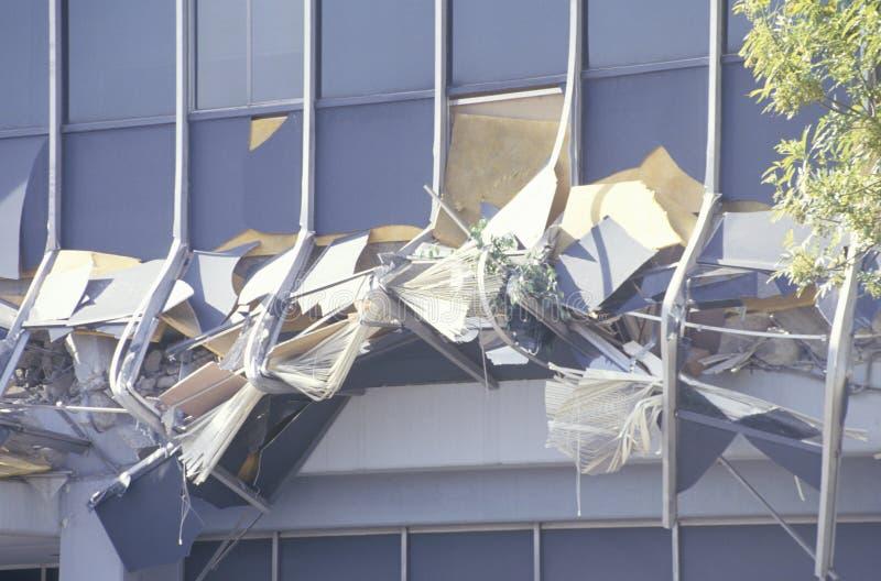 损坏的Kaiser医疗大楼在洛杉矶Northridge Reseda地区在1994年地震以后的 库存照片