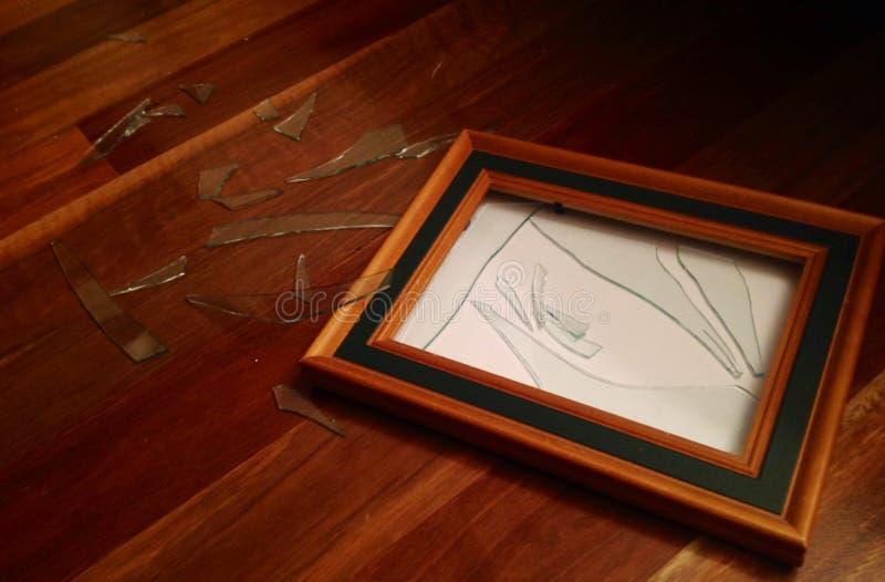 捣毁的玻璃木画框 库存照片