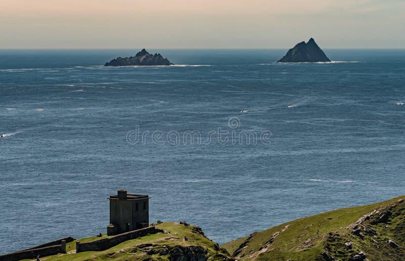 从捣碎头Valentia海岛看见的Skellig海岛,爱尔兰 免版税库存照片