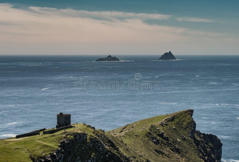 从捣碎头Valentia海岛看见的Skellig海岛,爱尔兰 库存照片