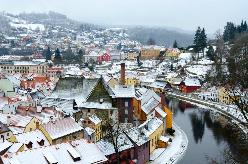 捷克克鲁姆洛夫,伏尔塔瓦河河,捷克的历史的中心美好的顶视图  免版税库存图片