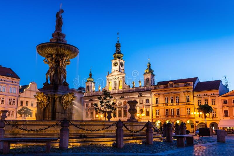 捷克布杰约维采在晚上,Budweis,Budvar,南波希米亚,捷克的历史的中心 库存图片