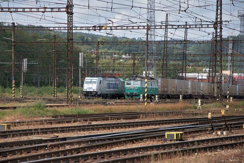 捷克特热博瓦,捷克,8 9 2017年:铁路联轨点和火车站捷克特热博瓦,捷克铁路 免版税库存图片