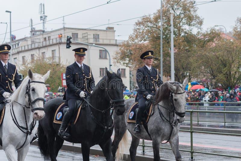 捷克的登上的警察军事游行的 免版税库存照片