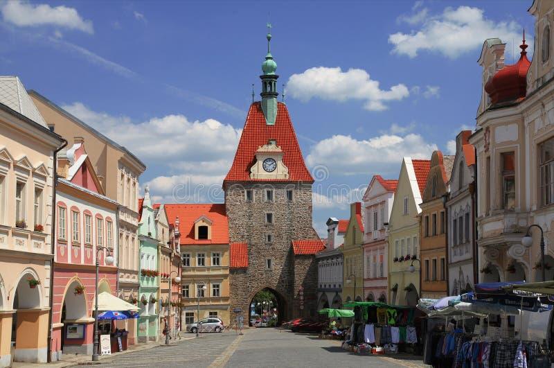 捷克, DOMAZLICE, 2013年7月17日, :城市门和集市广场在Domazlice,捷克 库存照片