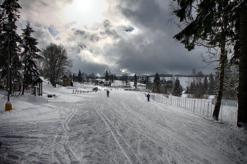 捷克Bedrichov在冬天 免版税库存图片
