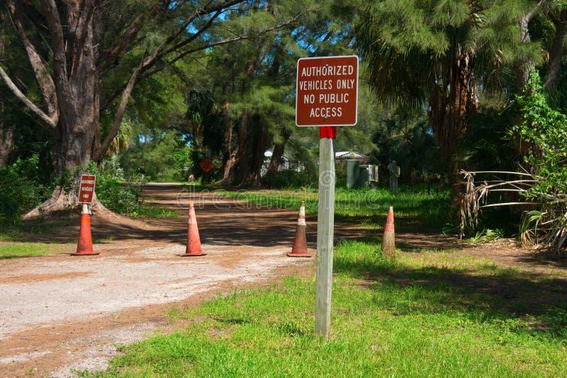 授权车仅没有公共频道播送签到自然公园 免版税库存照片