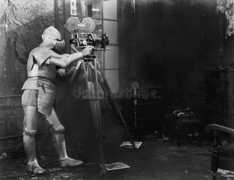 授以爵位在电影,一套装甲的衣服使用的一个人影片照相机(所有人被描述不更长生存,并且庄园不存在 图库摄影