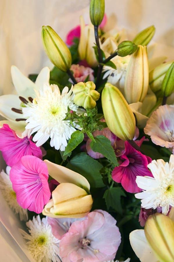 Download 排列婚礼 库存图片. 图片 包括有 存储, 象牙, 布赖恩, 花束, lilly, 婚礼, 存在, 庆祝, 关心 - 194809