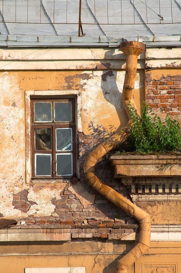 排水管视窗 免版税库存照片