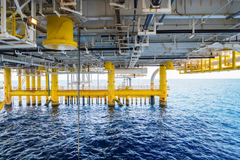 排泄油和煤气中央处理平台甲板  库存照片