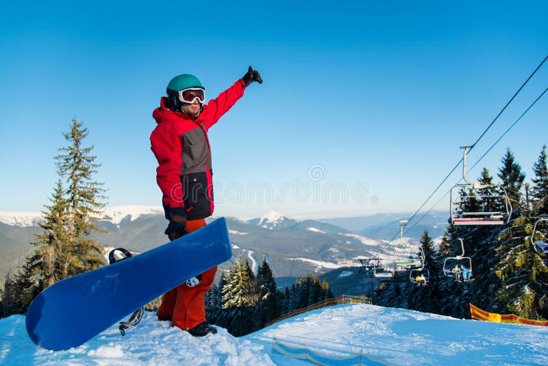 探索多雪的山的挡雪板 免版税库存图片