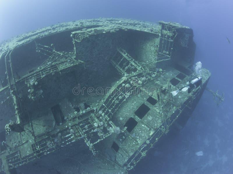 探索海难的轻潜水员 库存图片