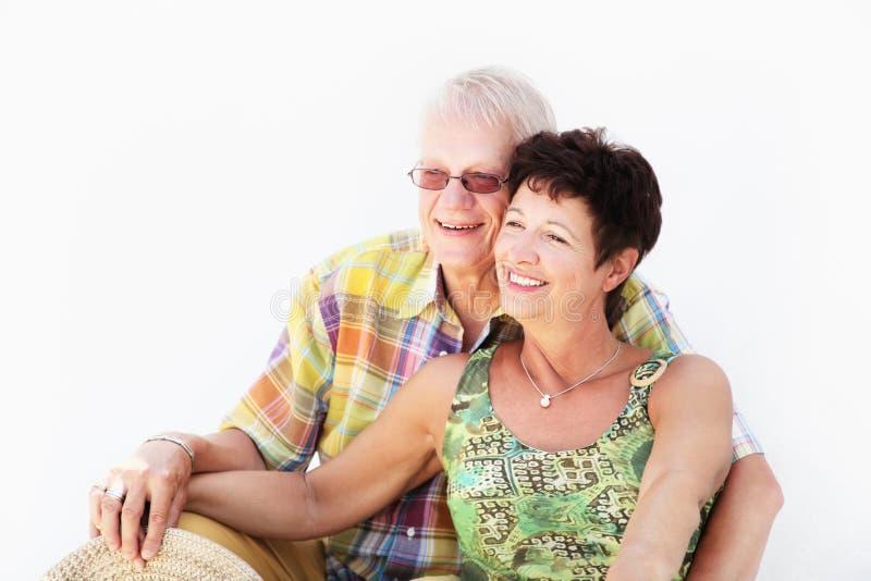 接受成熟微笑的夫妇 免版税库存图片