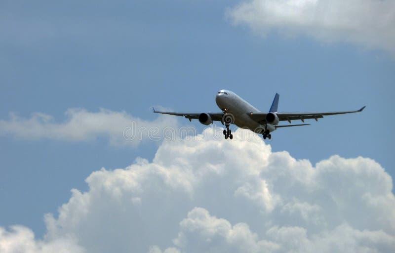 接受职位的飞机对土地 库存照片