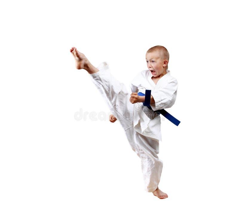 直接的打击腿训练karategi的男孩 库存照片