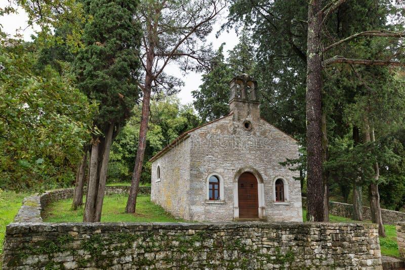 接近沥青, Istria,克罗地亚的古老教会 库存照片