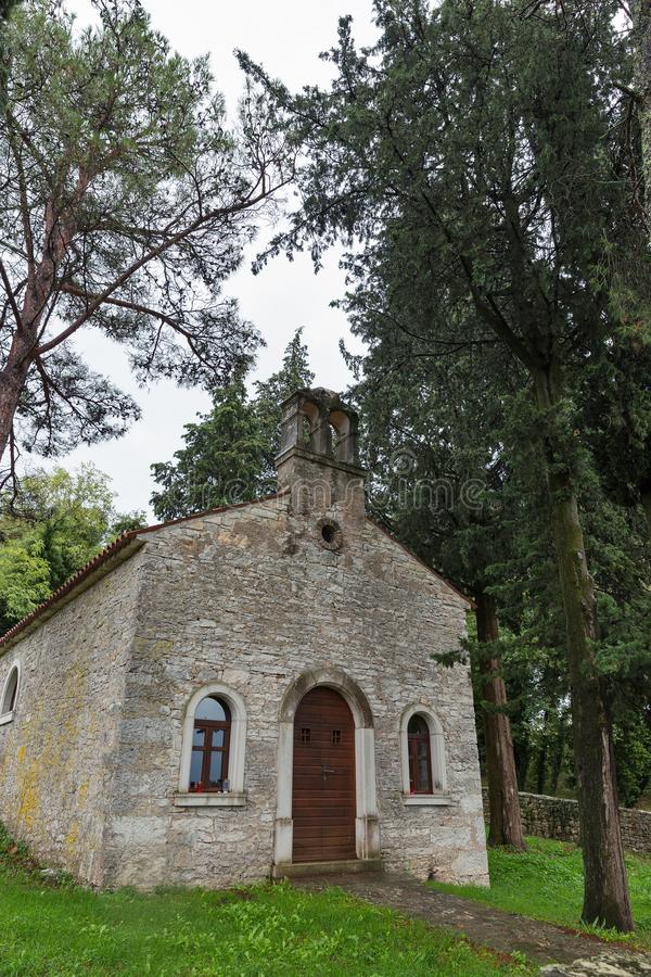 接近沥青, Istria,克罗地亚的古老教会 图库摄影