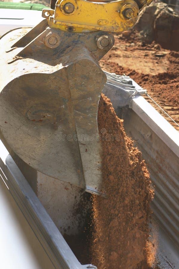 接近的土装载 免版税库存图片