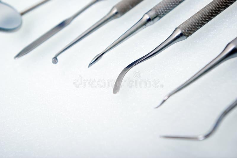 接近的牙齿仪器 免版税库存照片