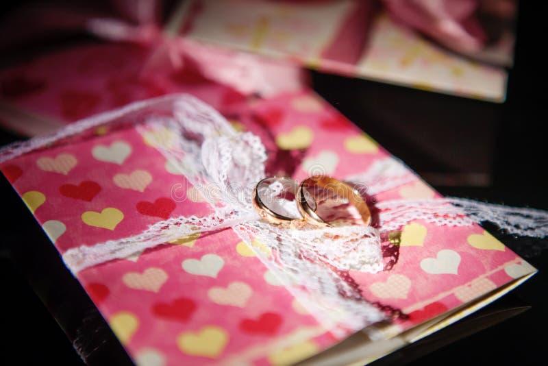 接近的环形上升婚礼 免版税库存图片