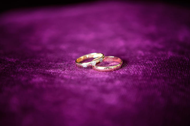 接近的环形上升婚礼 免版税库存照片