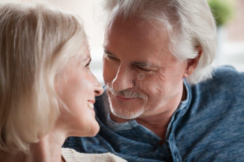 接近的画象变老了在爱的夫妇 库存照片