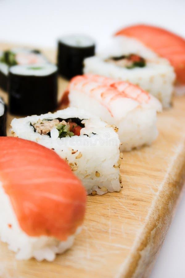 接近的盛肉盘寿司 库存图片