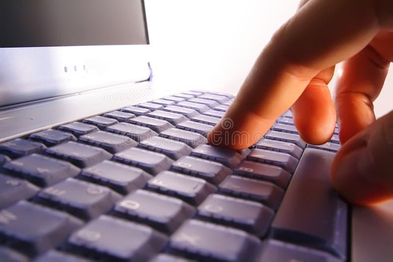 接近的膝上型计算机笔记本 免版税库存照片