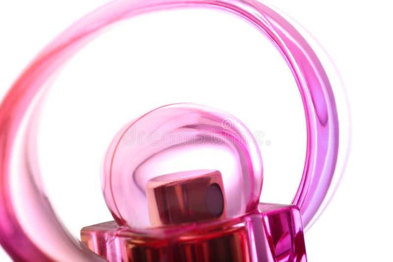 接近的详细资料女性flacon香水粉红色红色 免版税库存图片