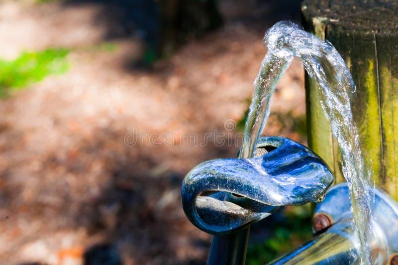 直接饮用的金属自来水 免版税库存图片